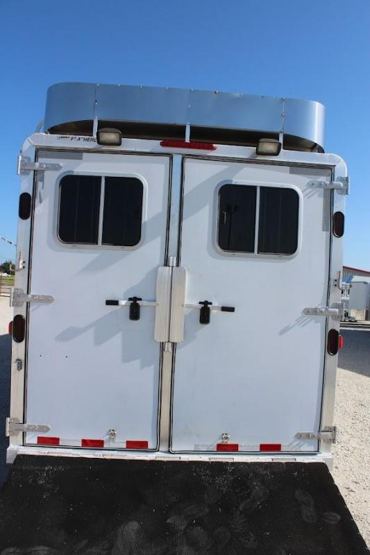 2004 Featherlite 6 horse with midtack and dressing room