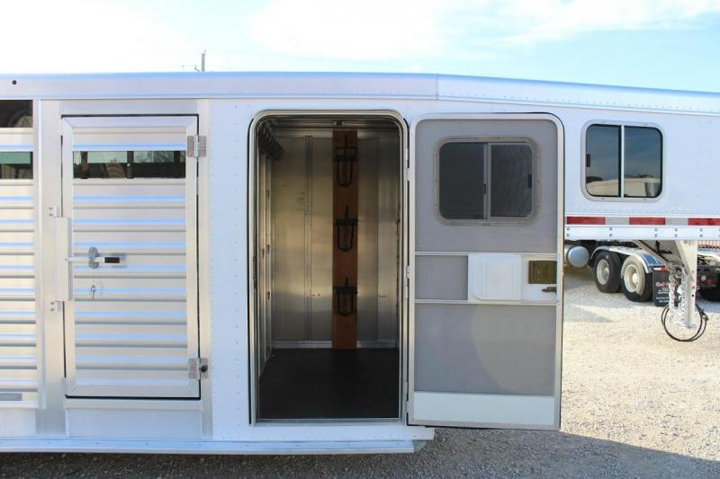 2014 Featherlite 8413 Livestock Trailer
