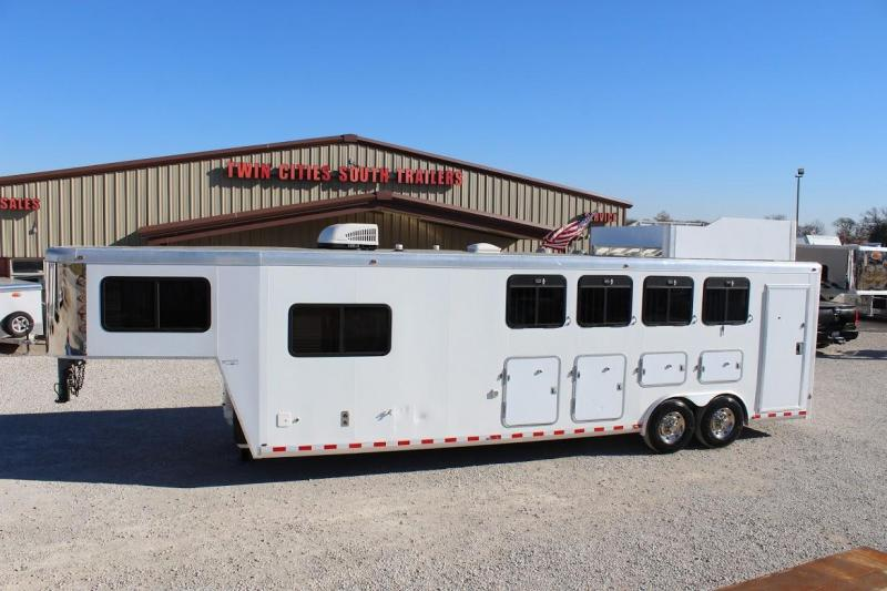 2001 JD Sutherland Living Quarter Horse Trailer