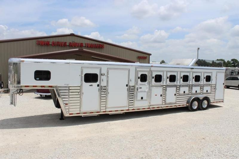 2008 Hart Trailers Midtack Horse Trailer