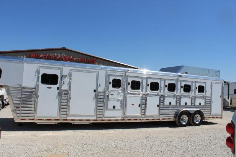 2008 Hart Trailers Midtack Horse Trailer