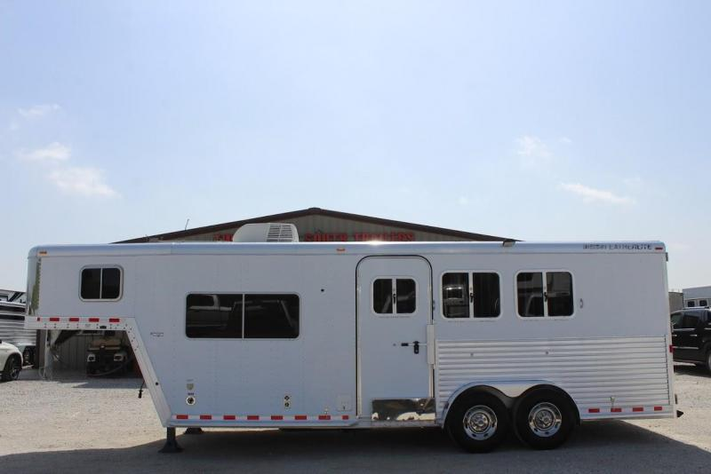 2004 Featherlite 8547 Horse Trailer