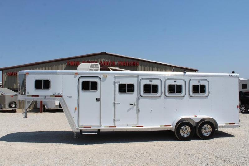 2000 Exiss 4 horse Weekender