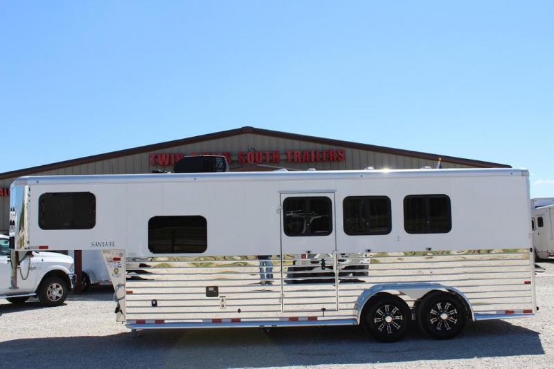 2021 Sundowner 3 horse with 8' Living Quarter