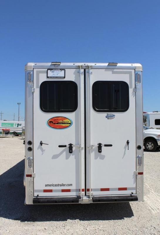 2021 Sundowner 3 horse with 8' Living Quarter