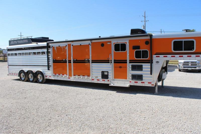2016 Elite Trailers Living Quarter Livestock Trailer