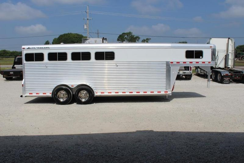 2008 Elite Trailers dressing room Horse Trailer
