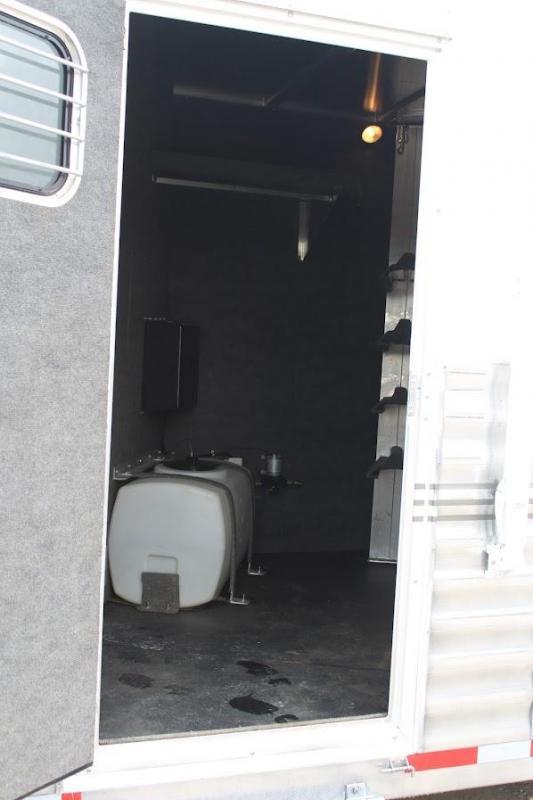 "2004 Bloomer 4 horse Living Quarter with 13'5"" LQ"