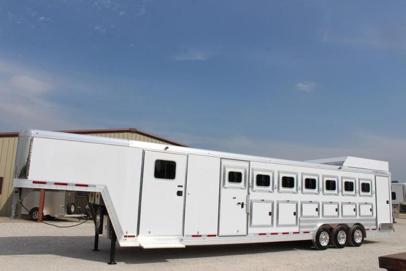 2021 Featherlite 8582 Horse Trailer