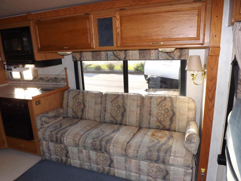 1999 Winnebago Adventurer 33B Class A RV
