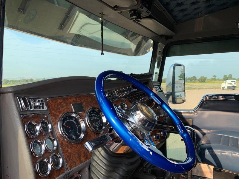 2002 Kenworth T600 Aerocab Semi Truck