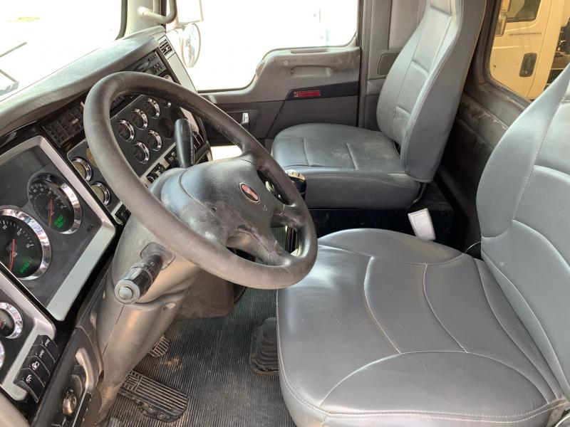 2007 Kenworth T-800 Day Cab