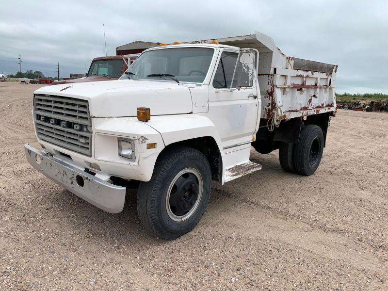 1981 Ford F700 10' Dump Truck