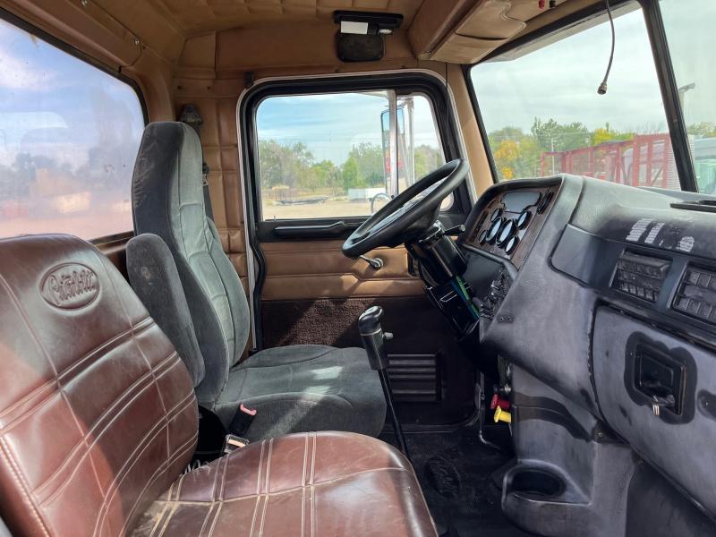 2001 Peterbilt 378 Standard Semi Truck