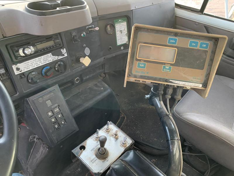 2002 International 4900 Feed Truck
