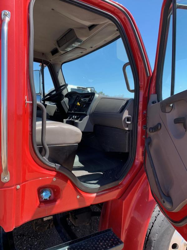 2009 Freightliner M2 Business Class Day Cab