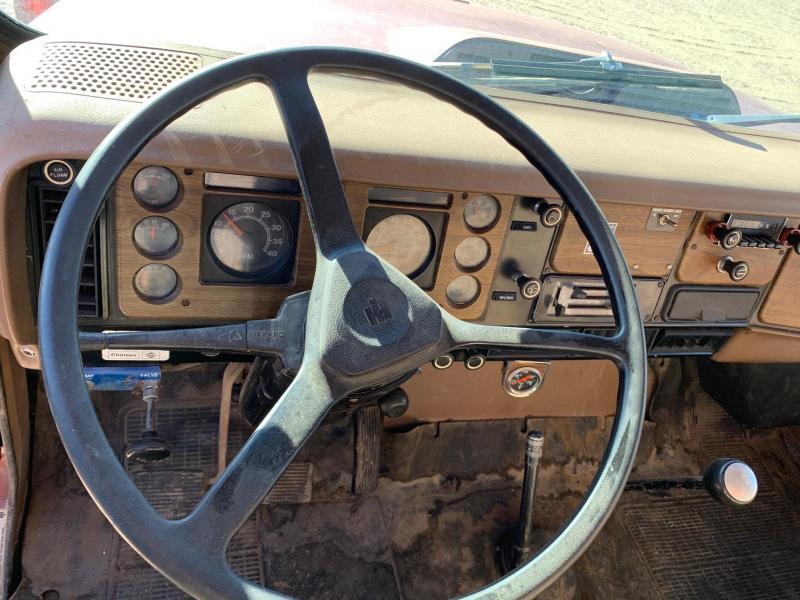 1979 International F1924 with 22' Box & Hoist