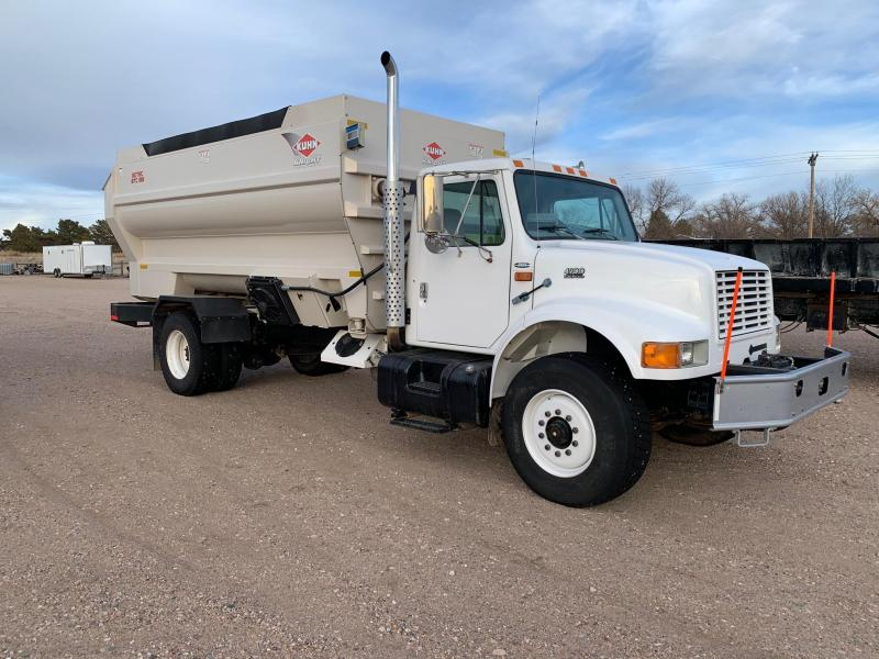 1999 International 4900 Feed Truck