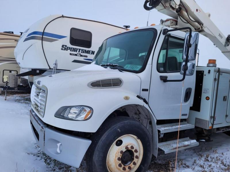 2003 Freightliner Business Class M2 Bucket Truck