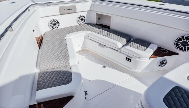 2021 Caymas Boats 401 CC Center Console