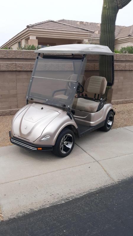 2010 Yamaha w/ Storage Trunk Golf Cart