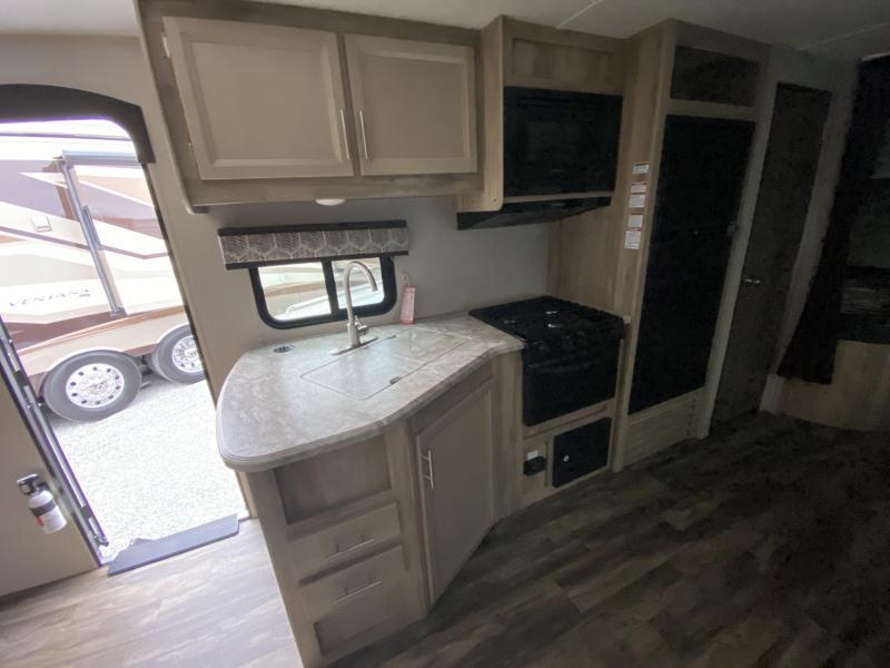 2021 Forest River Catalina Summit Series 8 261BHS-8 Travel Trailer RV