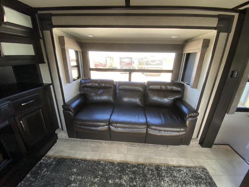2018 Grand Design RV Momentum 376THS Fifth Wheel Toy Hauler RV