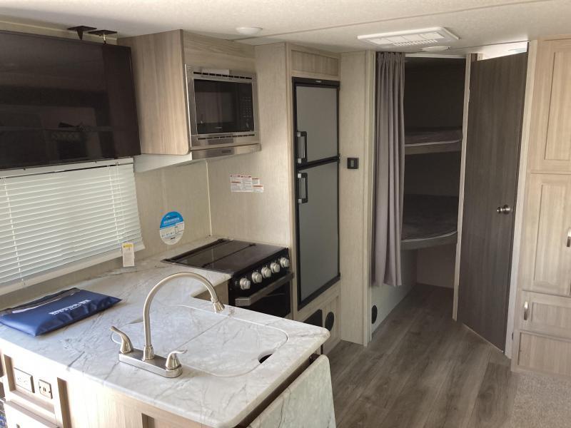 2021 Coachmen Freedom Express Ultra Lite 238BHS Travel Trailer RV