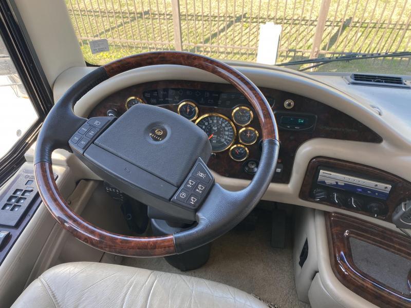 2002 Monaco Signature Commander 45 Class A RV