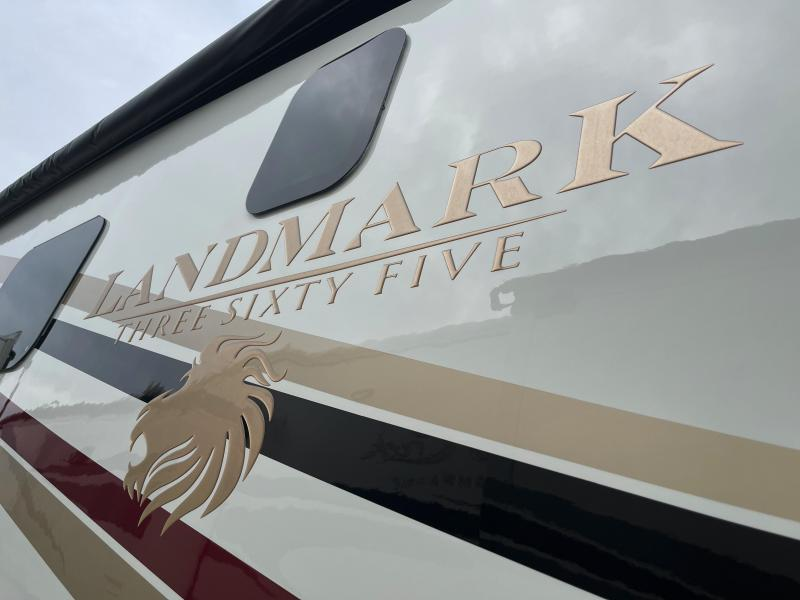 2015 Heartland Landmark LM Newport Fifth Wheel Campers RV