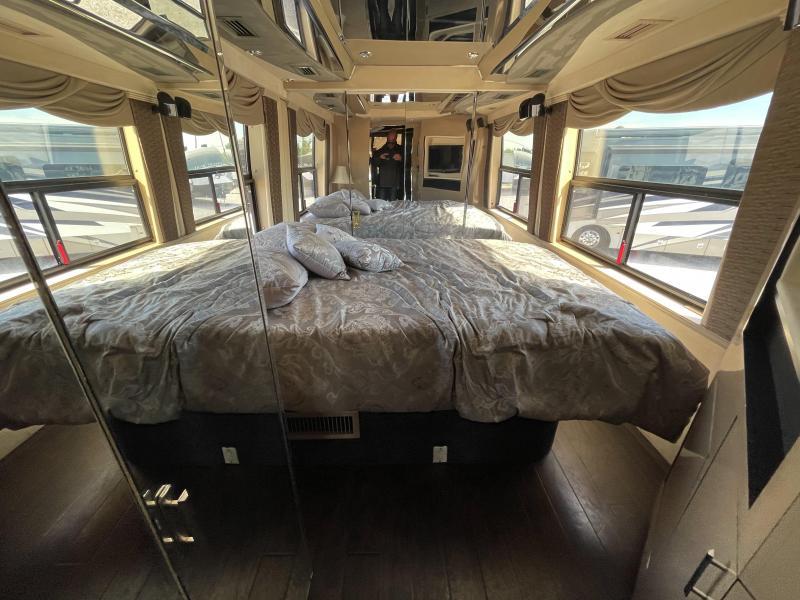 2001 Prevost Country Coach H345 Class A RV