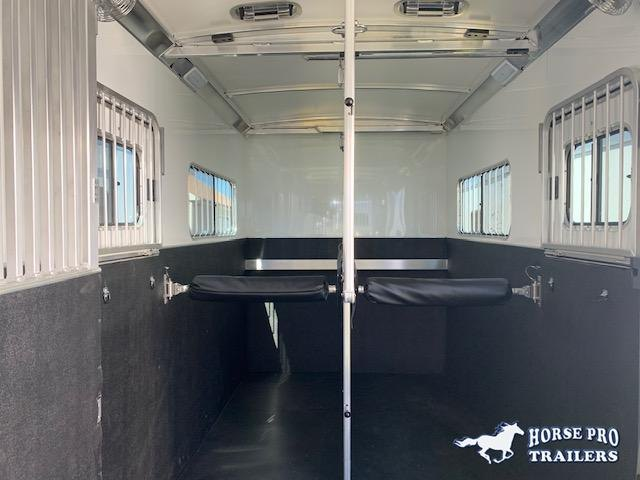 2021 Cimarron Norstar 4 Horse Head-to-Head Gooseneck w/FULL HEIGHT SLIDING DIVIDERS!