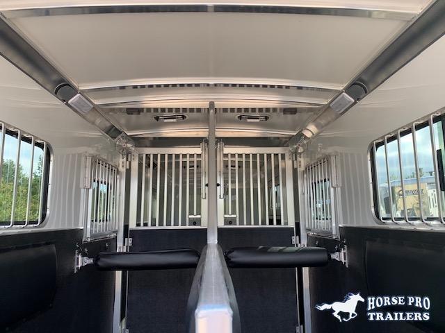 2021 Cimarron 2+1 Gooseneck 22' with DR RM and Roller DIvider