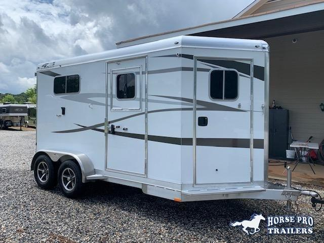 2022 4-Star 2 Horse Straight Load Bumper Pull w/ROOF INSULATION & FANS!