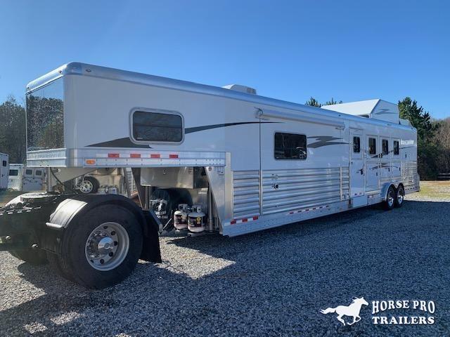 2022 4-Star Deluxe 4 Horse 13'8 Trail Boss Living Quarters w/Sofa & Dinette