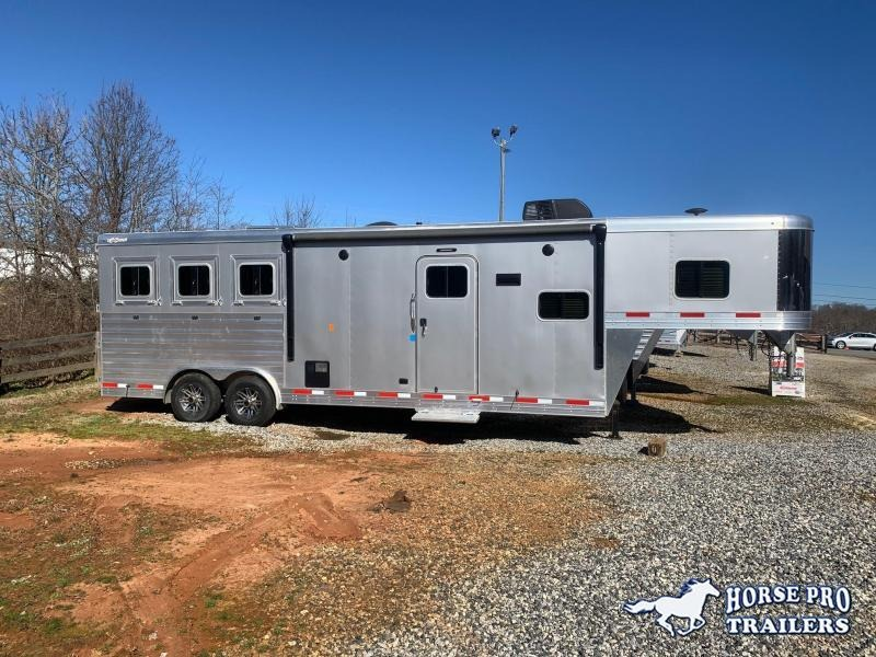 2020 Exiss Endeavor 3 Horse Slant Load 10' Living Quarters