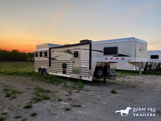 2022 4-Star Deluxe 3 Horse 13'8 Trail Boss Living Quarters