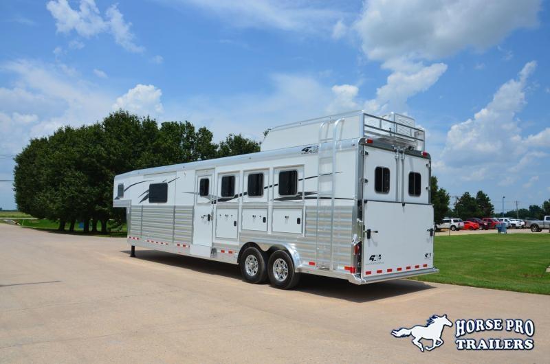 2022 4-Star Deluxe 4 Horse 13'8 Trail Boss Living Quarters