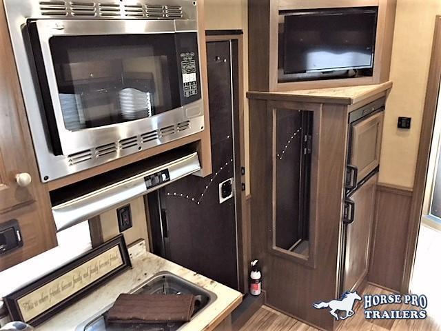 2022 Cimarron Lonestar Stock Combo 10'9 Outback Living Quarters w/Slide Out & Midtack w/Bunk Beds