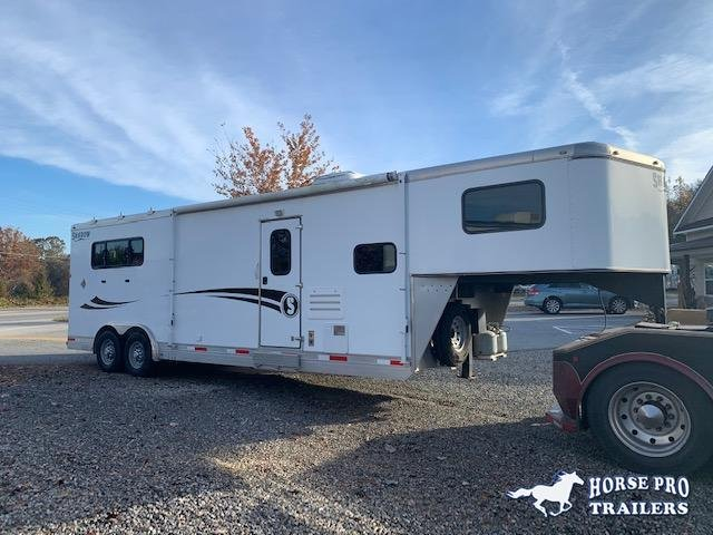 2016 Shadow 3 Horse 11' Living Quarters w/Slide Out & Insulated Roof