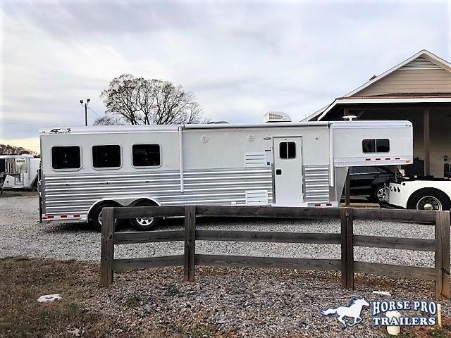 2021 4-Star 3 Horse 10'6 Outback Living Quarters w/RAMP
