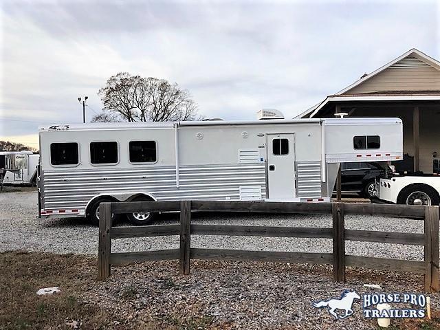 2022 4-Star 3 Horse 10'6 Outback Living Quarters w/RAMP