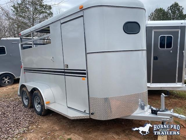 2021 Bee 2 Horse Slant Load Bumper Pull w/DROP WINDOWS