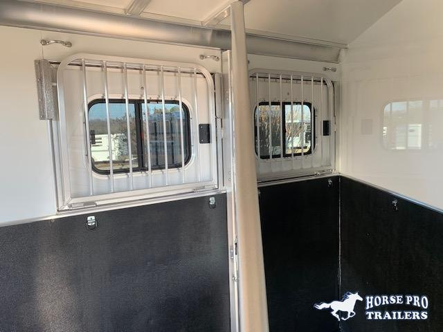 2021 Cimarron R.T.G. 2 Horse Slant Load Bumper Pull