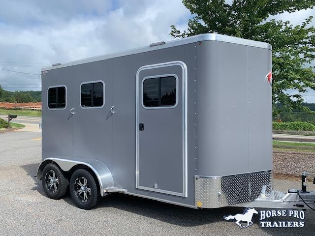 2021 Kiefer 2 Horse Slant Load Bumper Pull w/REAR TACK & ESCAPE DOOR