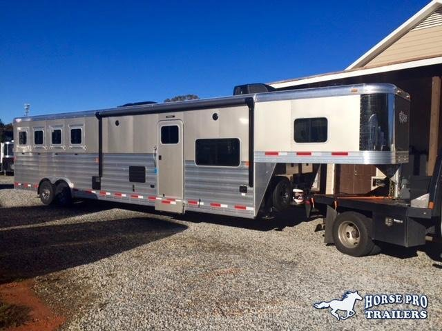 2020 Exiss Endeavor 4 Horse 14' Living Quarters w/Slide Out Sofa & Dinette