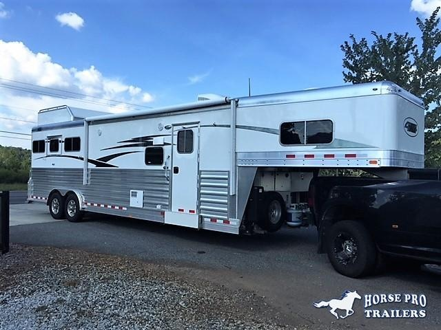 2022 4-Star Deluxe 3 Horse 13'2 Outback Living Quarters w/Slide Out- WERM FLOORING & RAMP!