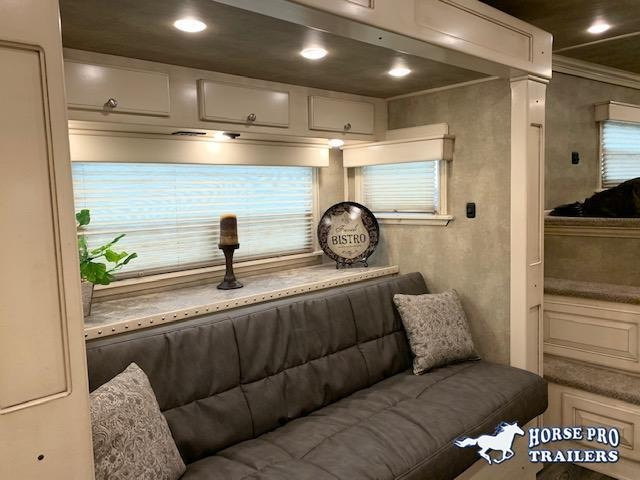 2020 4-star deluxe 3 horse 14' slideout living quarters