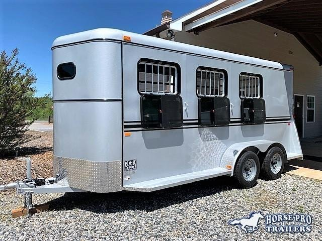 2021 Bee 3 Horse Slant Load Bumper Pull w/DROP WINDOWS on Head