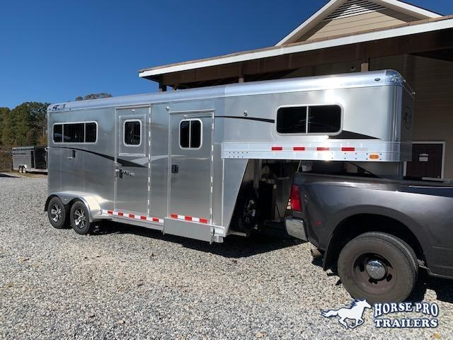 2020 4-Star 2 Horse Straight Load Gooseneck w/5' DRESSING ROOM & HYDRAULIC JACK!